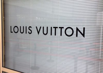 images et solutions - vitrine louis vuitton 1