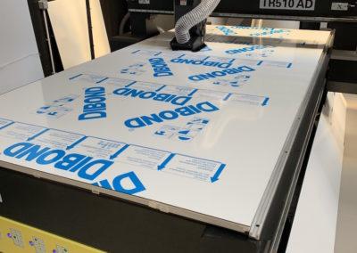 Images & Solutions - Machine de découpe supports rigides